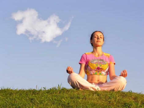 Girl_Meditation_And_Cloud_Grass 470